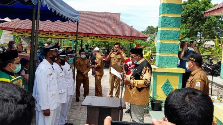 Bupati Aceh  Singkil Lantik Tiga Imeum Mukim Di Kecamatan Singkil