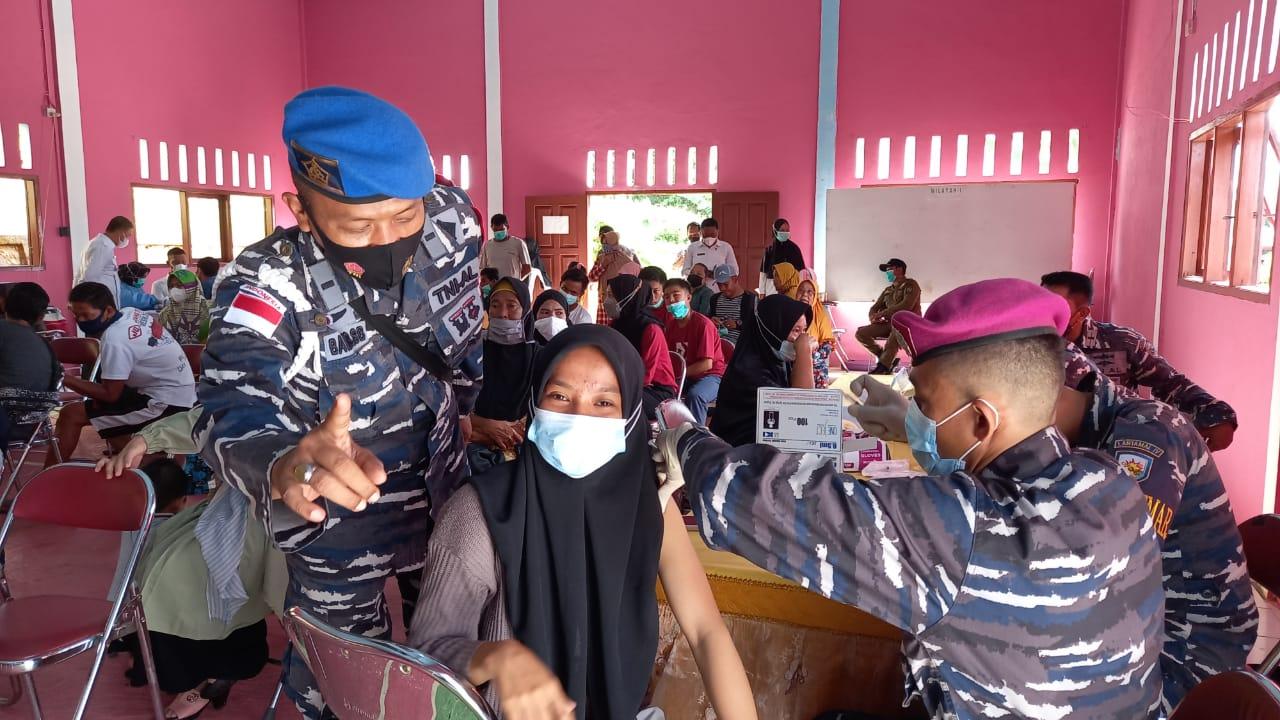 Lanal Ranai Gelar Pelaksanaan Percepatan Vaksinasi di Pulau Terpencil