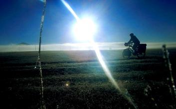 Über Feldwege in Armenien