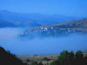 Ein Dorf im Nebelmeer