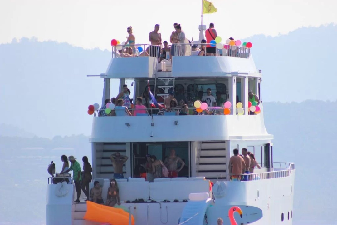 VIP Party Yacht