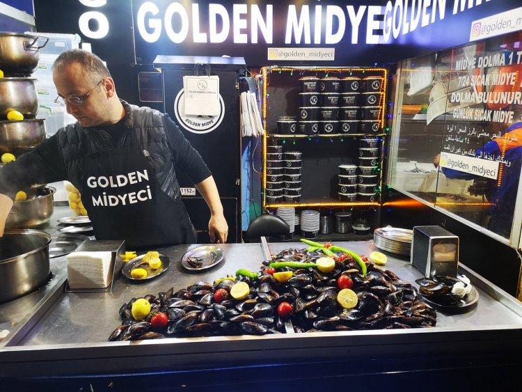 "MIDYE DOLMA ""STUFFED MUSSEL"" TURKISH STREET FOOD"