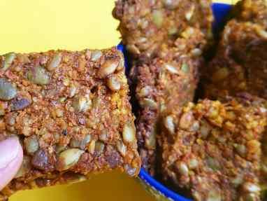 Crackers de almendras, zanahoria y semillas
