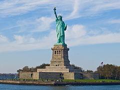 """Frihetsgudinnan med formellt namn """"Liberty Enlightening the World"""" - Frihet lyser upp världen"""
