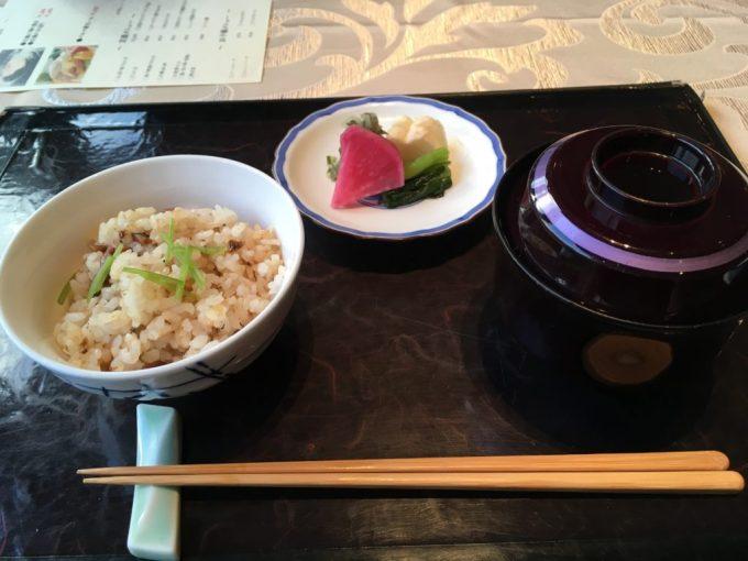 東急ハーベスト旧軽井沢レストランAvantの和食炊き込みご飯