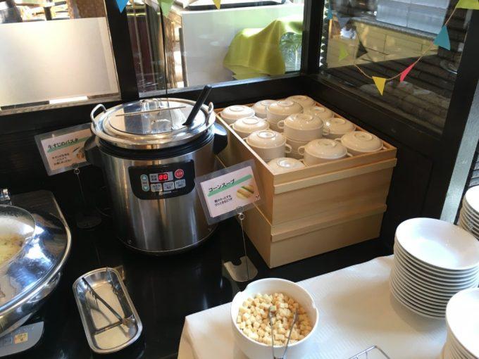 東急ハーヴェスト朝食会場『彩』バイキング料理のコーンスープ