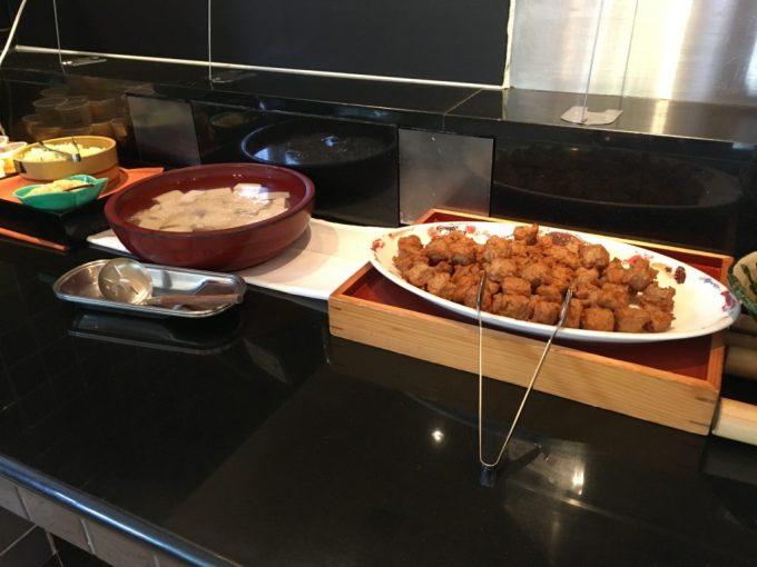 東急ハーヴェスト朝食会場『彩』バイキング料理の湯豆腐と薩摩団子