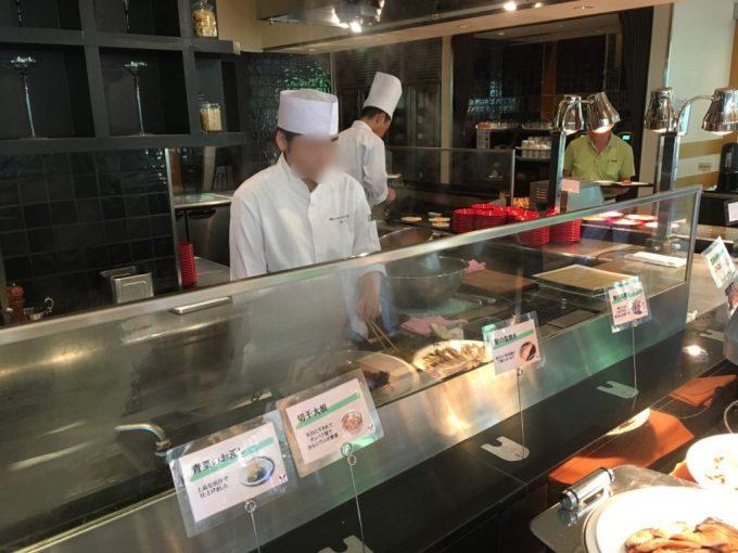 東急ハーヴェスト朝食会場『彩』バイキング料理のライブキッチン