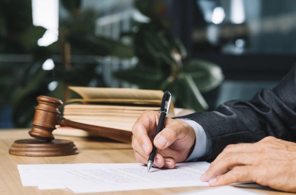 محامي - صياغة ومراجعة العقود - محامي في جدة