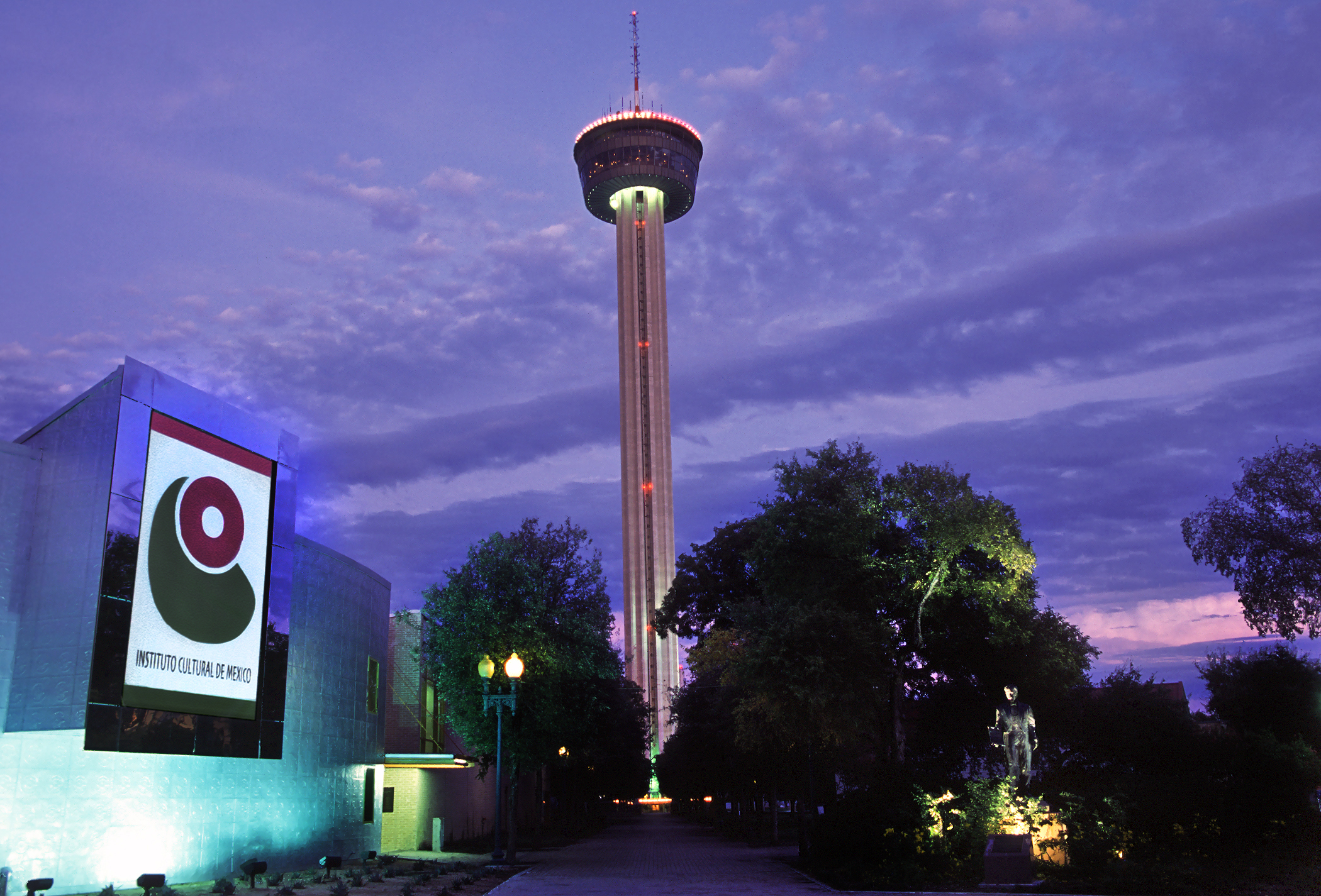 Tower of Americas and Instituto Cultural de Mexico- photo by Al Rendon