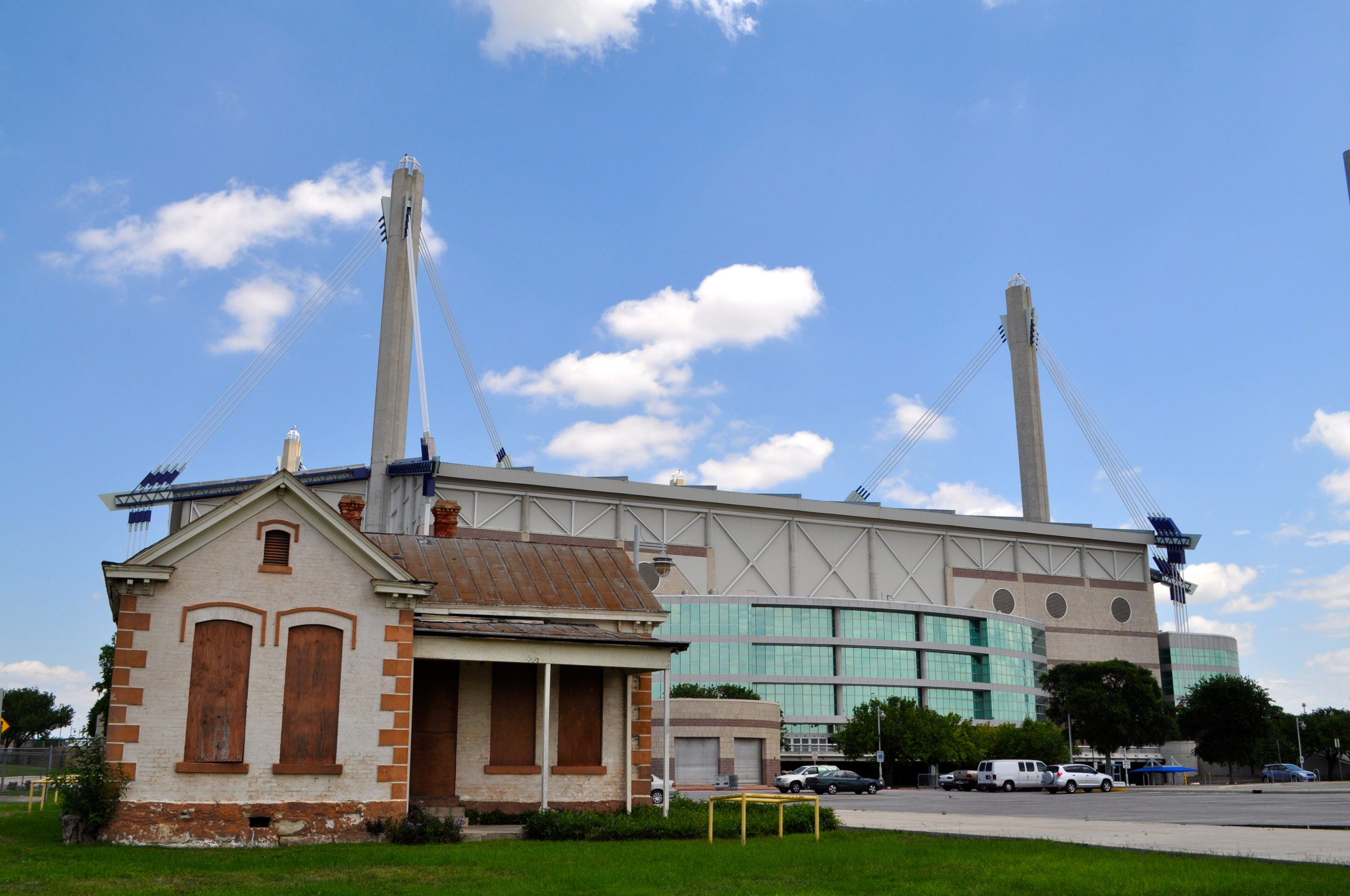 """The Alamodome ... not a """"dome"""" in the literal sense. Photo by Iris Dimmick."""