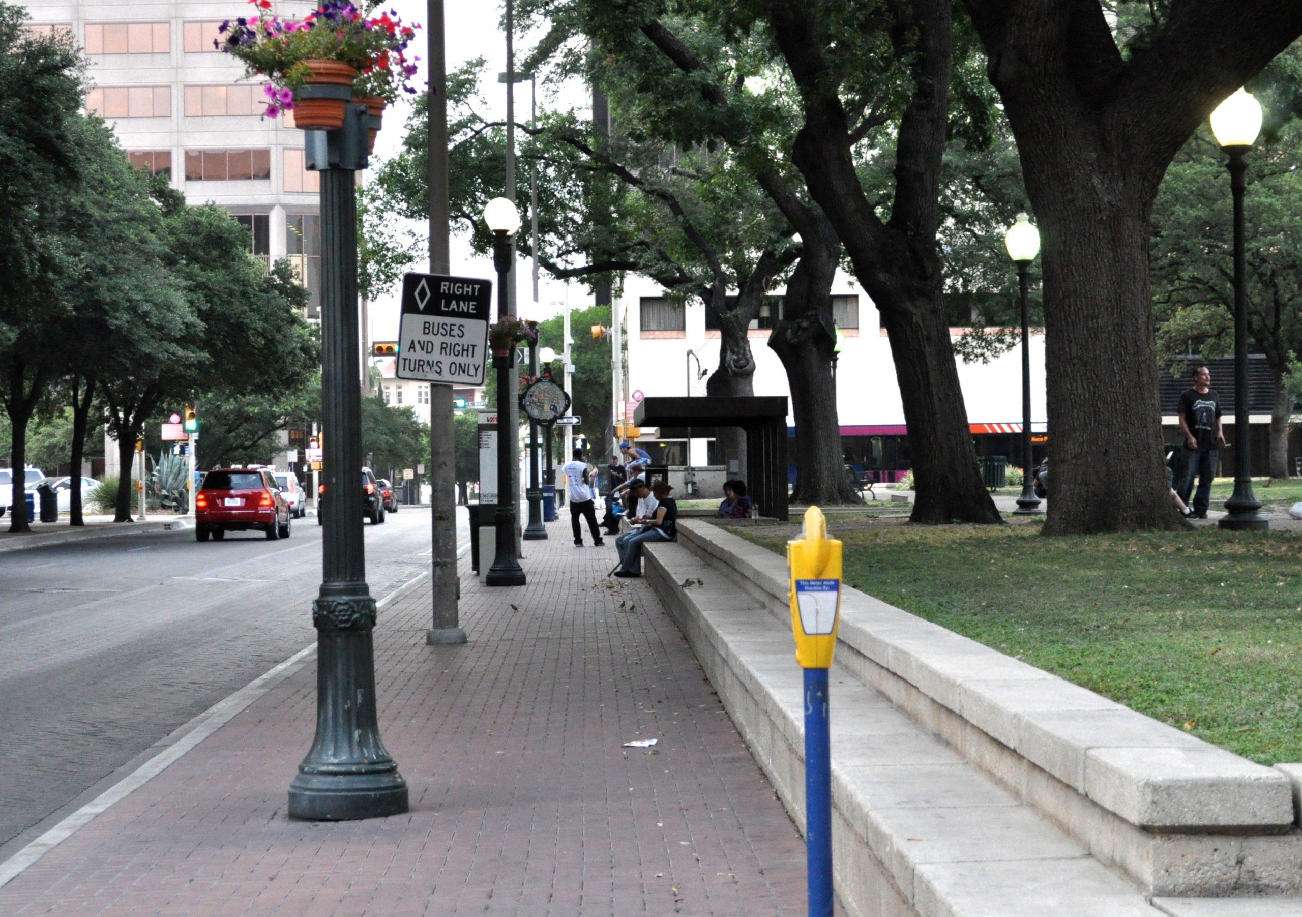 Navarro Street bus stops at Travis Park. Photo by Iris Dimmick.