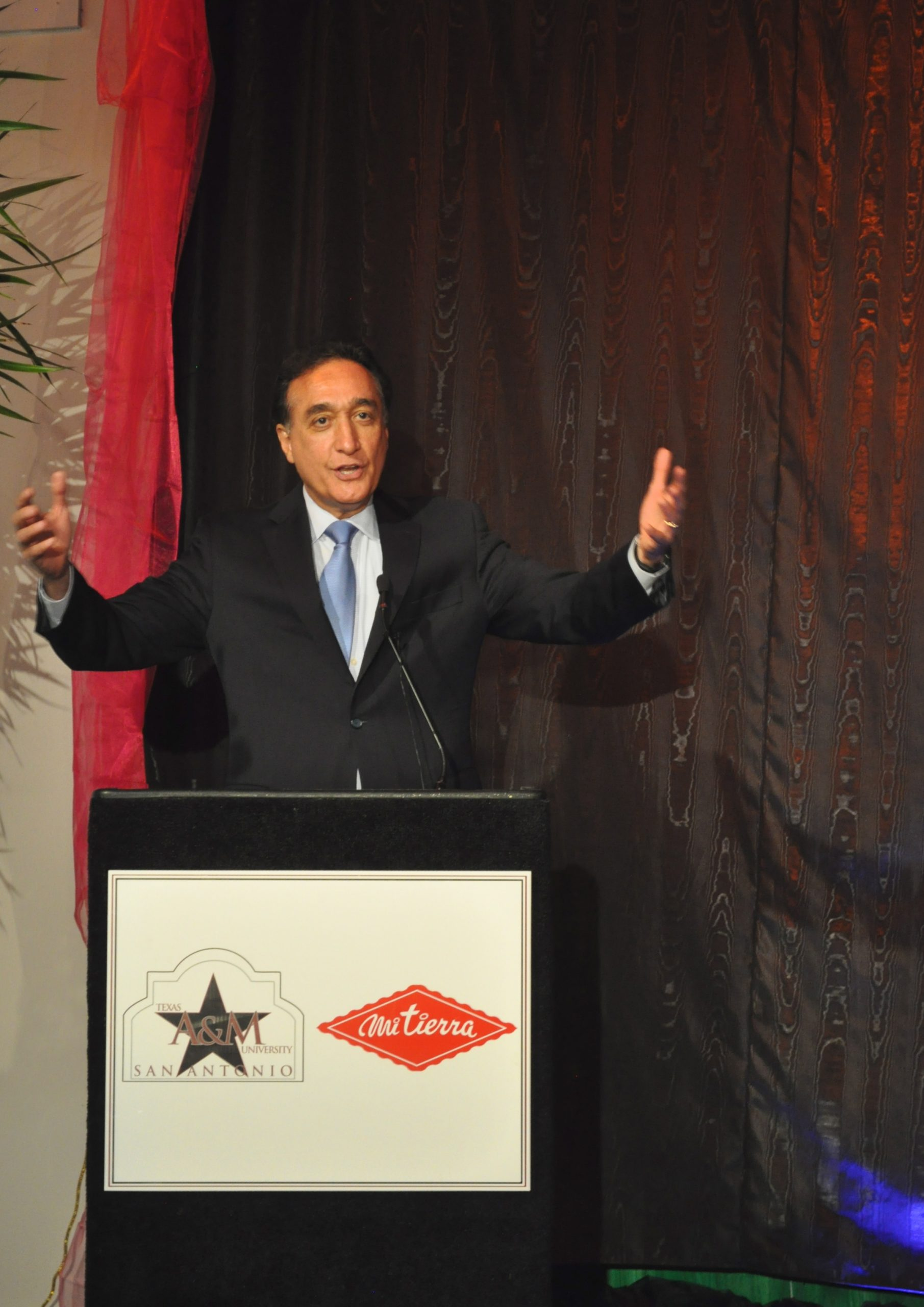 Henry Cisneros opens the ceremony at Texas A&M's new Casa Rosa, formerly the Museo Alameda in Market Square - El Mercado.