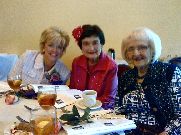 Rosemary Kowalski with former San Antonio Mayor Lila Cockrell (center) at lunch.
