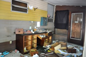 The abandoned and apparently looted Rolling Home Trailer Courts office. Photo by Iris Dimmick.