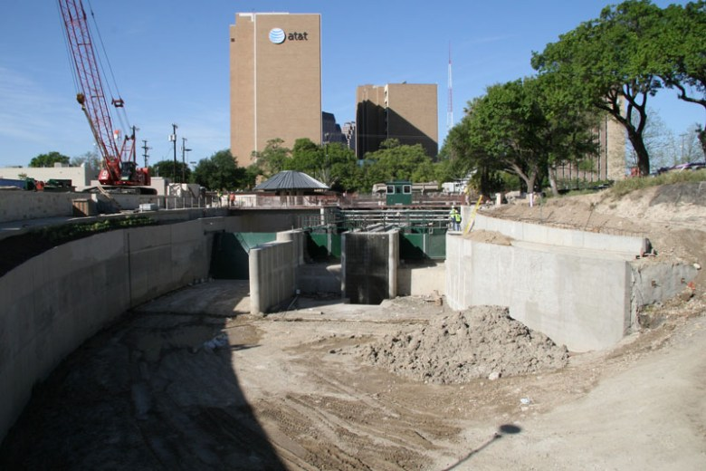 Because of the increasing elevation from Lexington Ave. to Josephine Street, a lock and dam complex was constructed so that barges can travel from the downtown River Walk to the San Antonio Museum of Art and the Pearl Brewery. Photo courtesy of EdwardsAquifer.net.