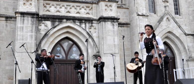 A high school mariachi band performs during the 2013 Mariachi Corazón de San Antonio contest in Main Plaza. Photo by Iris Dimmick.