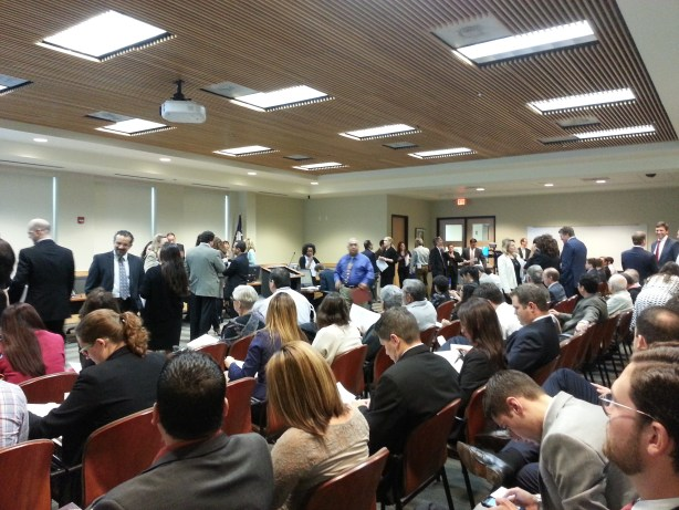 Citizens, City and H-E-B representatives and staff pack the Planning Commission meeting. Photo by Iris Dimmick.