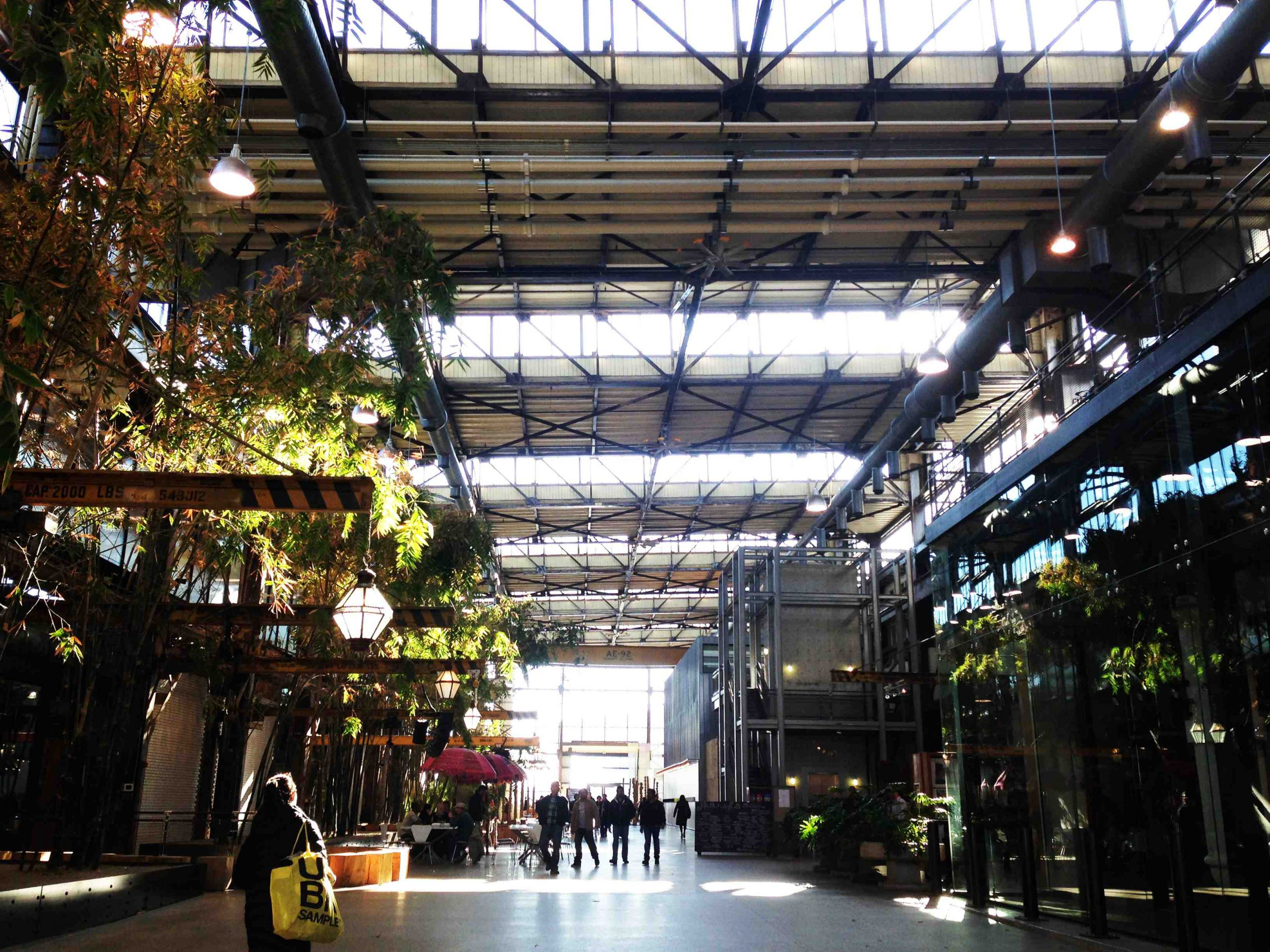Shop 543 is a cafeteria-style restaurant with a variety of delicious and healthy lunch options, located in Urban Outfitters' Building 543. Photo courtesy of Philadelphia Industrial Development Corporation (PIDC).