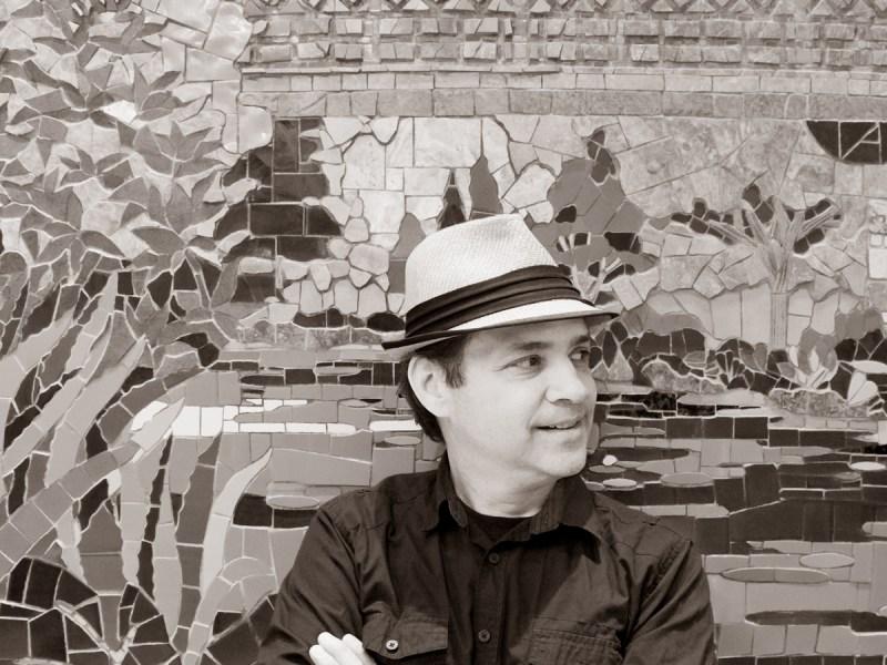 Artist Oscar Alvarado. Photo by Al Rendon.