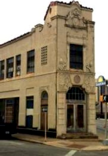 The now vacant Herpel-Gillespie Ford Dealership building at 901 E. Houston St. Photo from Regan Turner's report.