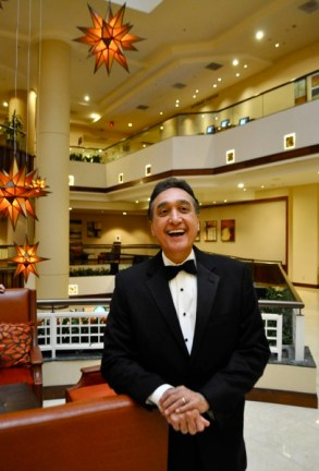 Henry Cisneros poses for a photo before the 2014 International Citizen Award banquet. Photo by Iris Dimmick.