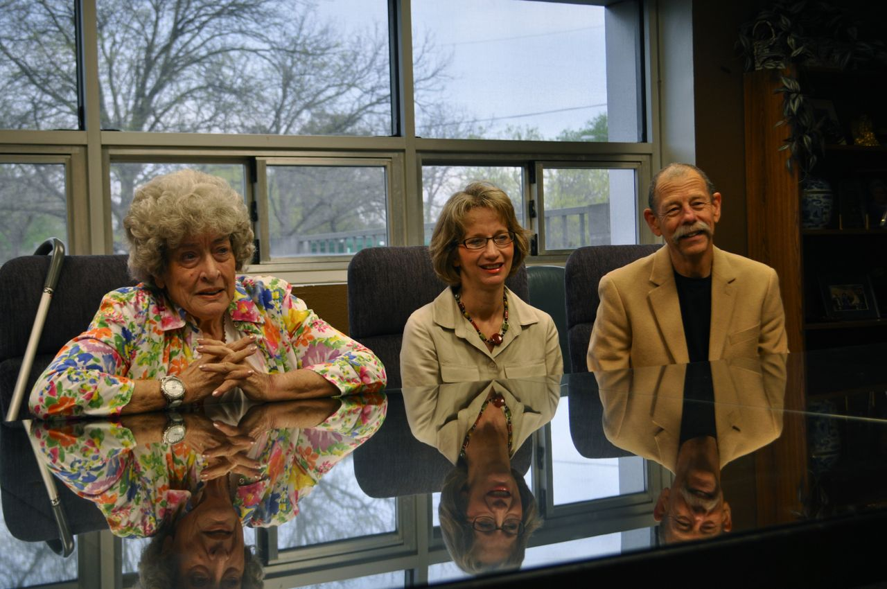 From left: Mila Gant, Valerie Redus and Mickey Redus listen to friends' memories of Cameron Redus. Photo by Iris Dimmick.