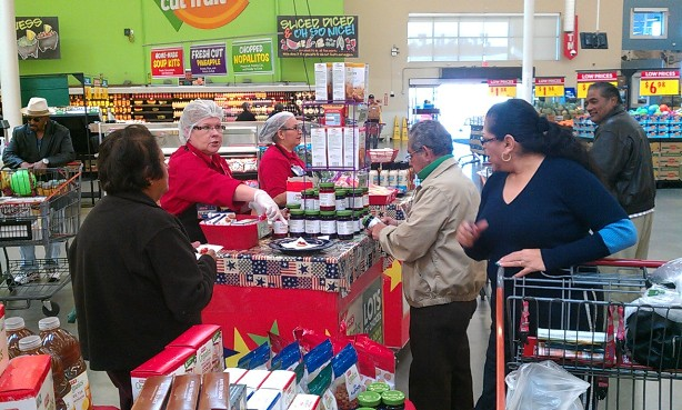 H-E-B customers try out new organic products. Photo by Andrew Moore.