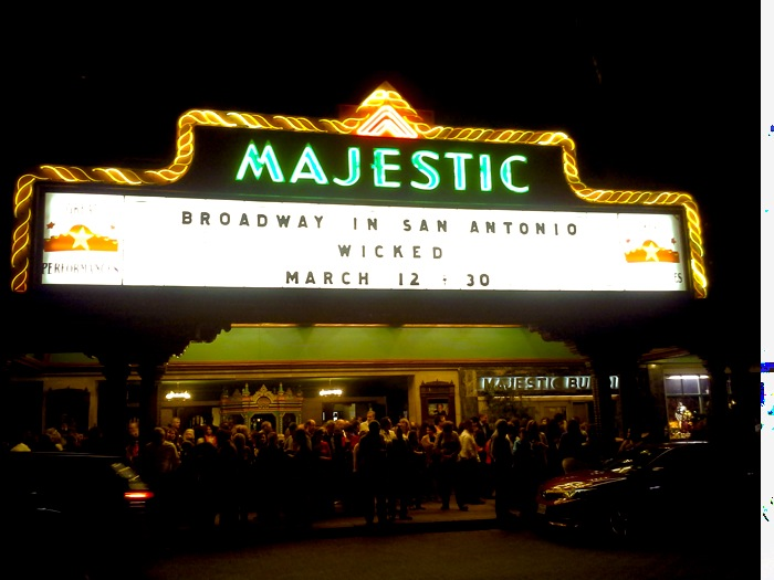 Satisfied audience members mingle in front of the Majestic Theatre after the WICKED performance. Photo by Kevin Tobar Pesantez.