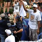 Spur Boris Diaw waves to fans the 2014 Spurs Championship River Parade on June 30, 2014. Photo by Iris Dimmick.