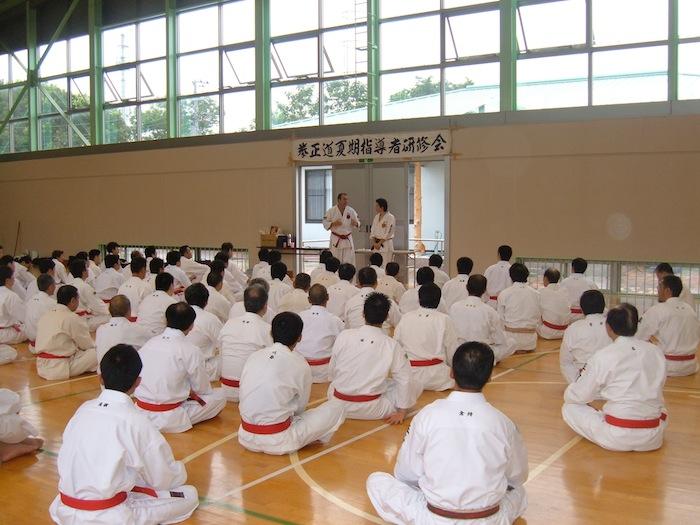 Winslow Swart speaking to 100 Japanese sensei's at Kenshukai – Shihan (master instructor) camp in 2006.