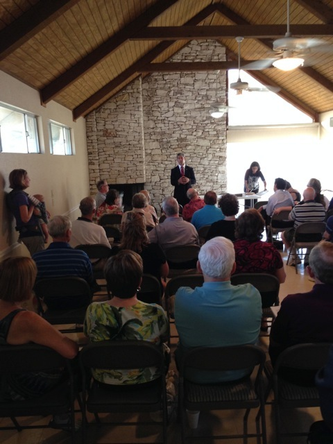 """District 8 Councilman Ron Nirenberg meets with neighbors at The Woods of Shavano for a """"D8 Dialogue"""" event. Courtesy photo."""
