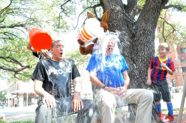 Former Mayors Henry Cisneros (left) and Phil Harberger complete the ice bucket challenge. Photo by Iris Dimmick.