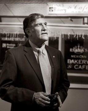UTSA President Ricardo Romo, Ph.D., and photographer. Photo by Al Rendon.