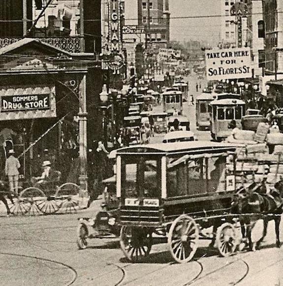 Historic photo of Houston St. in San Antonio. Photo courtesy of the Texas Transportation Museum.