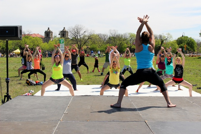 A free fitness class during Síclovía in March 2014. Photo by Page Graham.