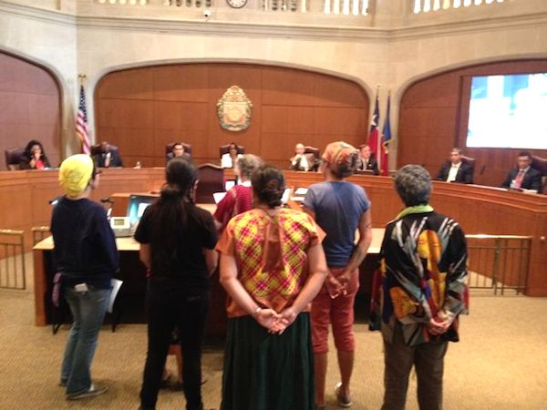 Citizens protest the SAWS-Vista Ridge water pipeline. Photo by Robert Rivard.