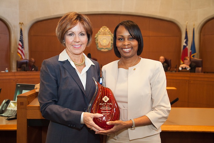City Manager Sheryl Sculley accepts an award from the International City Managers Association, presented by Mayor Ivy Taylor. Photo by Fred Gonzales, courtesy of the City of San Antonio.