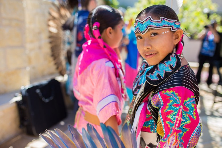 A member of the United SA Pow Wow before a dance performance at the Inaugural Yanaguana Indian Arts Market. Photo by Scott Ball.
