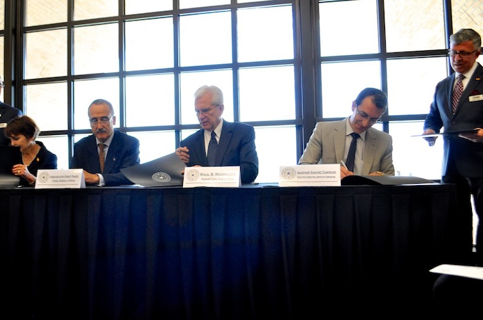 From left: A&M-SA President Maria Hernandez Ferrier, Ambassador Enric Panés, Consul Raul B. Rodriguez, and Instituto Cervantes' Anastasio Sanchez Zamorano sign the memorandum of understanding. Photo by Iris Dimmick.