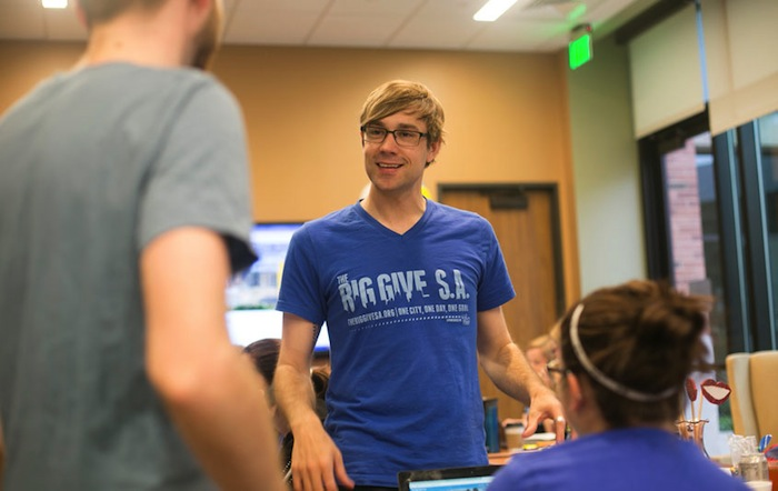 Burnam works with two interns during last year's Big Give S.A. Image courtesy of Trinity University.