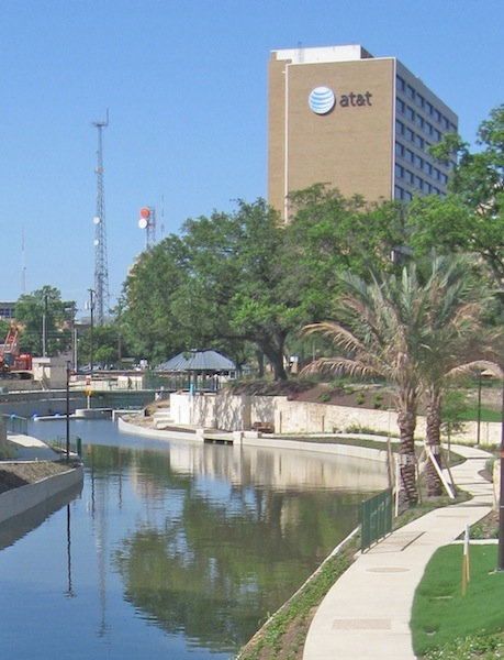 The Museum Reach of the San Antonio undergoes extensive construction in the 2000s, including work on a lock system for river barges. Photo courtesy of Lewis Fischer.