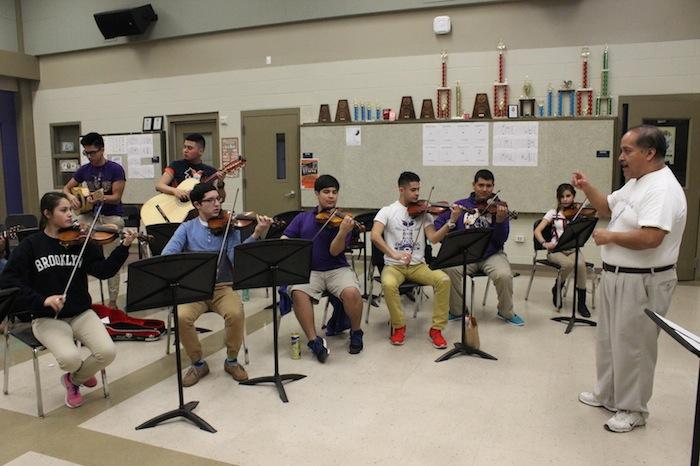 Brackenridge High School Mariachi Aguila Director John Nieto leads a mariachi class. Photo by Amanda Lozano.