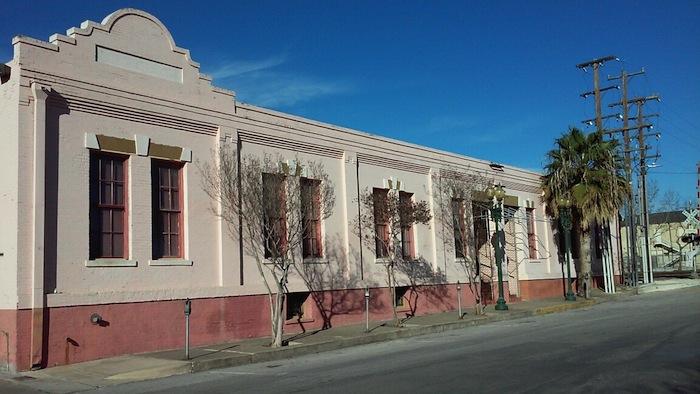 The Crockett Street Urban Lofts will arise at 243 Center St., boasting 268 apartment units. Photo by Edmond Ortiz.