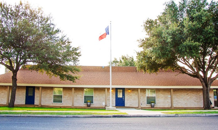 Shenandoah Clubhouse flying the Texas flag which alternates with U.S. flag. Photo by  Warren Lieberman.
