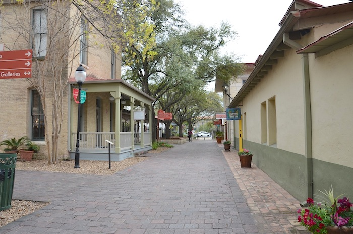 A view in La Villita looking south from the Arneson River Theatre entrance. Photo by Gretchen Greer.