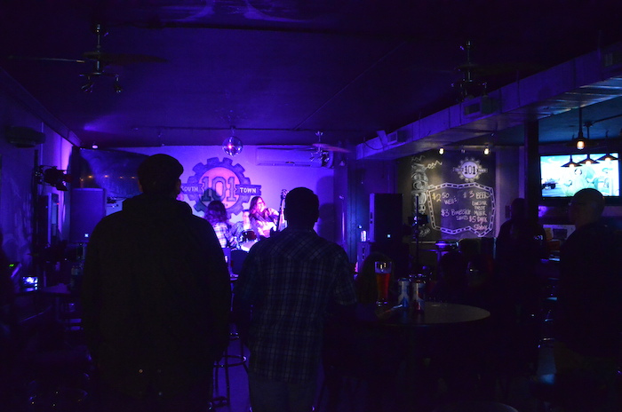 Crowd at South by Southtown enjoying Jane Lee Hooker from New York. Photo by Alyssa Bunting.
