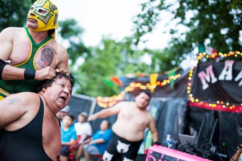 Universitario pulls the hair of a luchador. Photo by Scott Ball.