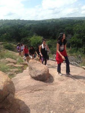 Abigail Pena, Jasmine Trevino, Marina Velasquez, Felicity Ross, Deandra Llamas, Chassidy Alcorta and others hike through Enchanted Rock state park. Photo by Tamara Sager.