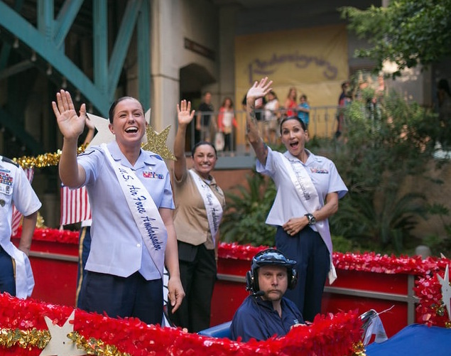 The 2014 Armed Forces River Parade. Photo by Scott Ball.